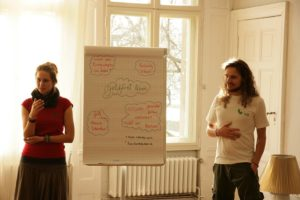 Eine geldfreie Gesellschaft im Bau - ein Vortrag von Tobi Rosswog von living utopia @ Regensburg | Bayern | Deutschland